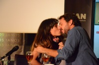 Το πρώτο τους απρόσμενο φιλί!